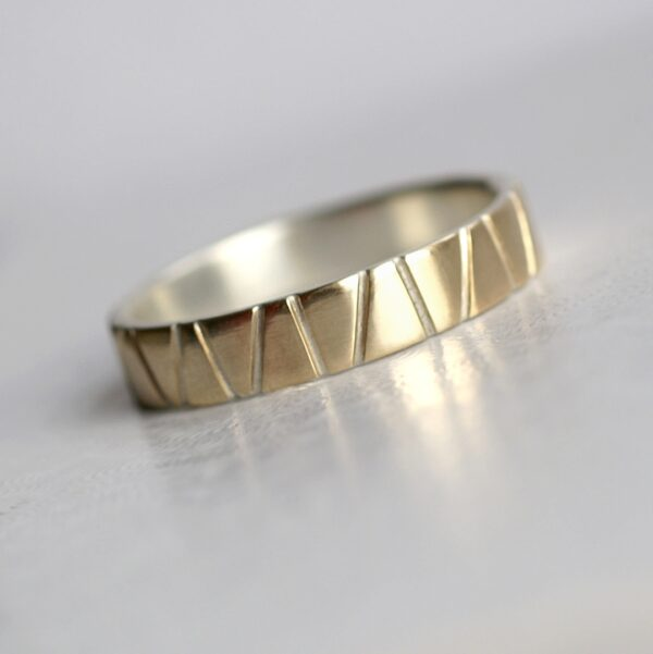 Lines in Gold – 5 mm Yellow Gold