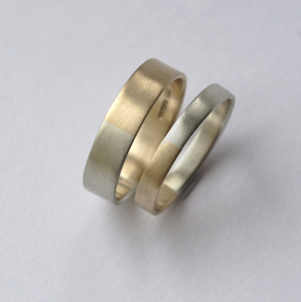 Golden Ratio - Set 5 mm and 3mm 9k Yellow + White Gold: Wedding bands made of 9k yellow gold and 9k white gold in golden ratio. Perfect rings for math lovers, geeks, scientists or artists.