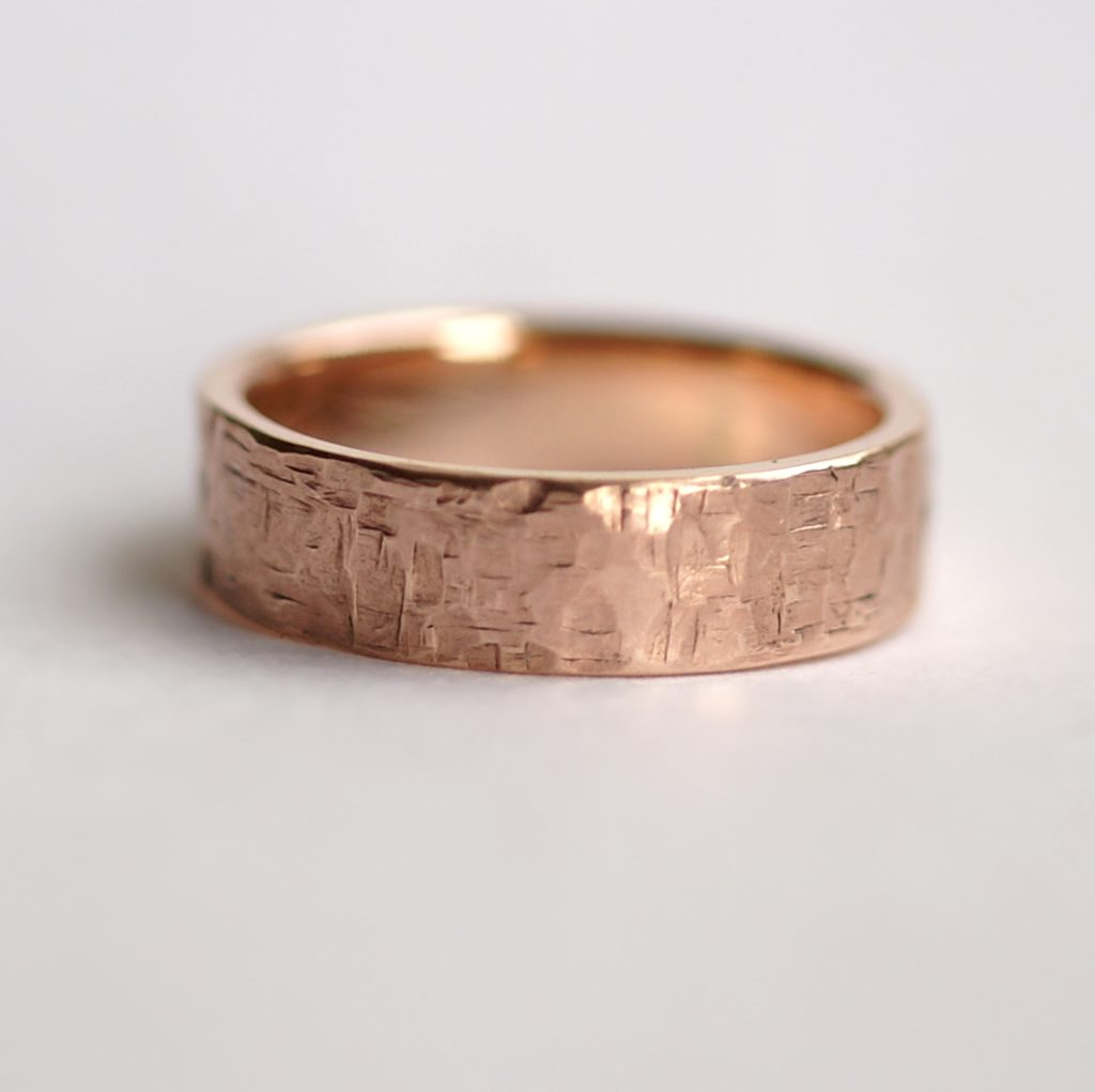 Rock Texture 9k Rose Gold Ring: Simple hammered wedding band made of 9k rose gold. Perfect as men's wedding ring or as a chunky ring for women.