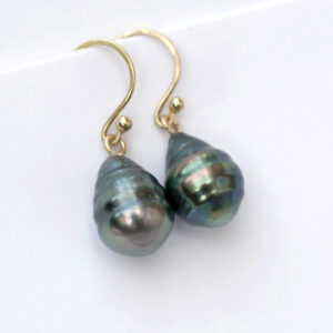Simple timeless earrings made of solid 14k yellow gold. With beautiful Tahitian black pearls - baroque drops with natural circles.