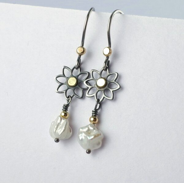 Black Daisies - romantic dainty flower earrings in oxidized sterling silver and 18k yellow gold with freshwater pearl.
